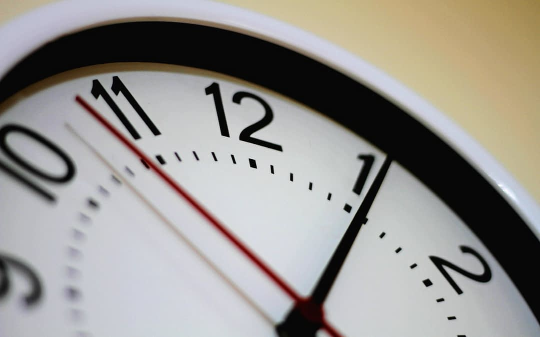 time on a clock with second hand to represent a quick turnaround time